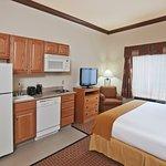 Photo de Holiday Inn Express Hotel & Suites Jenks