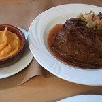 foie de veau accompagner de petite légumes variés et purée de patate douce