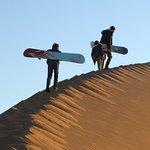 Ascension de la dune avec les sandboards