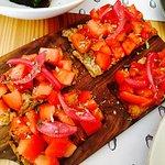 "Couvert (1€); ovo 68 (4,50€); tiborna (4€); salada rosa (2,5€) e sandes ""vegetariana) (7,20 €)"