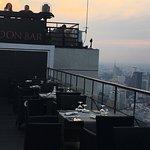 Photo de Moon Bar Bangkok