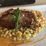 Cachete de abadejo crocante con camarones en salsa de ostras y bondiolita de cerdo...ambos plato