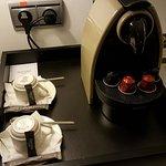 Cafetera Nespresso en la habitación. Detalle muy cómodo no presente en todos los hoteles.