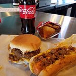 Willie T's Dawgs & Burgers