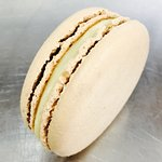 White chocolate and anise macaroon