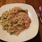 #95 - khao kiew whan - thai green curry fried rice with chicken and vegetables.