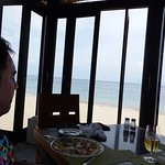 Restaurant with great frontbeach views, food acceptable!