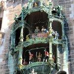 Munich's wonderful New Town Hall Glockenspiel (07/May/16).