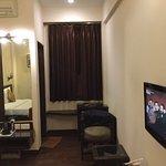 Photo de Hotel Crystal Inn