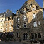 DEVANT L'HOTEL PLACE DE L'EGLISE