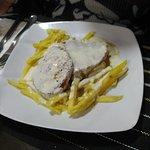 raxo con patatas en salsa de queso