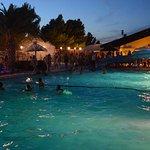 En haute saison des soirées mousse sont organisées à la piscine