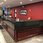 Best Western (Lockport) - front desk