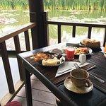 Frühstück direkt am Teich