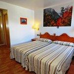 Habitación con dos camas individuales. Una estancia cálida, insonora y confortable.