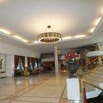 hall de entrada, receção, acesso bar e sala de estar acesso salas de reuniões
