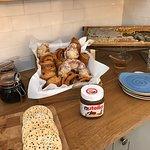 Petit- déjeuner (sucré, salé, boissons chaudes, jus d'orange, jus de pomme,..). Pas d'english br