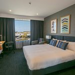 Club King - Lux King Bedding, access to Club Lounge, Express breakfast and sunset snacks
