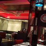 חדר האוכל בערב שהופך לבר מסעדה