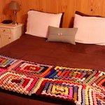 Una hermosa habitacion, la cama es muy comoda, tranquila, tiene muy buena calefaccion y TV .
