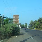 Approaching Khed from Ganpatipule on return journey to Ahmedabad.NH66-Kochin Panvel Highway.