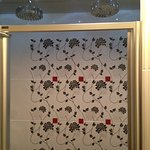 Awesome Shower Bed Of Roses Suite (En Suite)