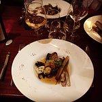 Nage de coquillages avec ormeaux et huître tièdes, agrémentées de couteaux et St Jacques