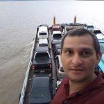 aqui estou indo para Manaquiri dentro de uma balsa.