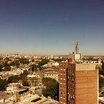 Vista da cobertura onde servem o café... Cidade Vieja à esquerda e a direita o Mar del Plata...