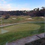 La salle du petit déjeuner et la vue sur le golf.