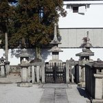 この寺院墓地には数十人の皇室関係の方々が埋葬されています。格式の高さは別格の寺院。