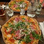 Pizza with prosciutto crudo, rucola, grana e pomodorini