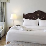 WIndsor Court Hotel Suite