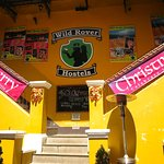 Photo de Wild Rover Hostels