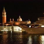 Le départ le soir de 2 ou 3 bateaux de croisières est vraiment impressionnant