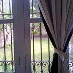 Mi habitación daba al patio trasero, muy bonito y tranquilo