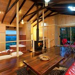 Starlight seaview cabin overlooking the Hinterland towards the Sunshine Coat