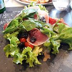 Une salade qui m'a laissé dubitatif (jambon de parme, parmesan, tomates séchées)