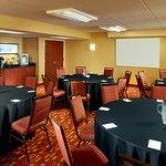 Meeting Room - Banquet Setup