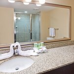 Photo de Holiday Inn Express Hotel & Suites Courtenay Comox Valley SW