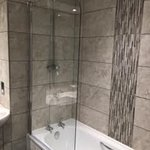 Gwesty Rossett Hall Hotel - the small but adequate bathroom in our guestroom