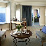 Woodmark Hotel_Interior_Suite_Lk Wa Suite_Living Room