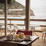 Tomar un rico desayuno mientras se contempla la bahía es justo y necesario para iniciar un buen