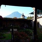 Vista desde el comedor hacia el Volcán de Agua