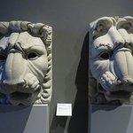 doccioni a testa di leone di baccio d'Agnolo