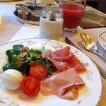 朝食のビュッフェ一皿目