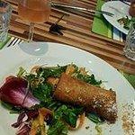 Pastilla au poulet et sa salade