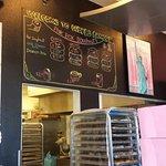 Foto de Pink Box Doughnuts