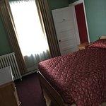 Photo de James Bay Inn Hotel, Suites & Cottage