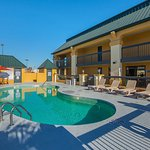 Photo de Quality Inn & Suites Civic Center